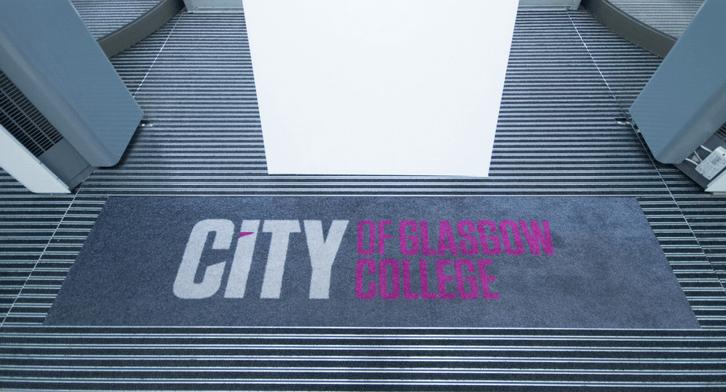 College logo mat